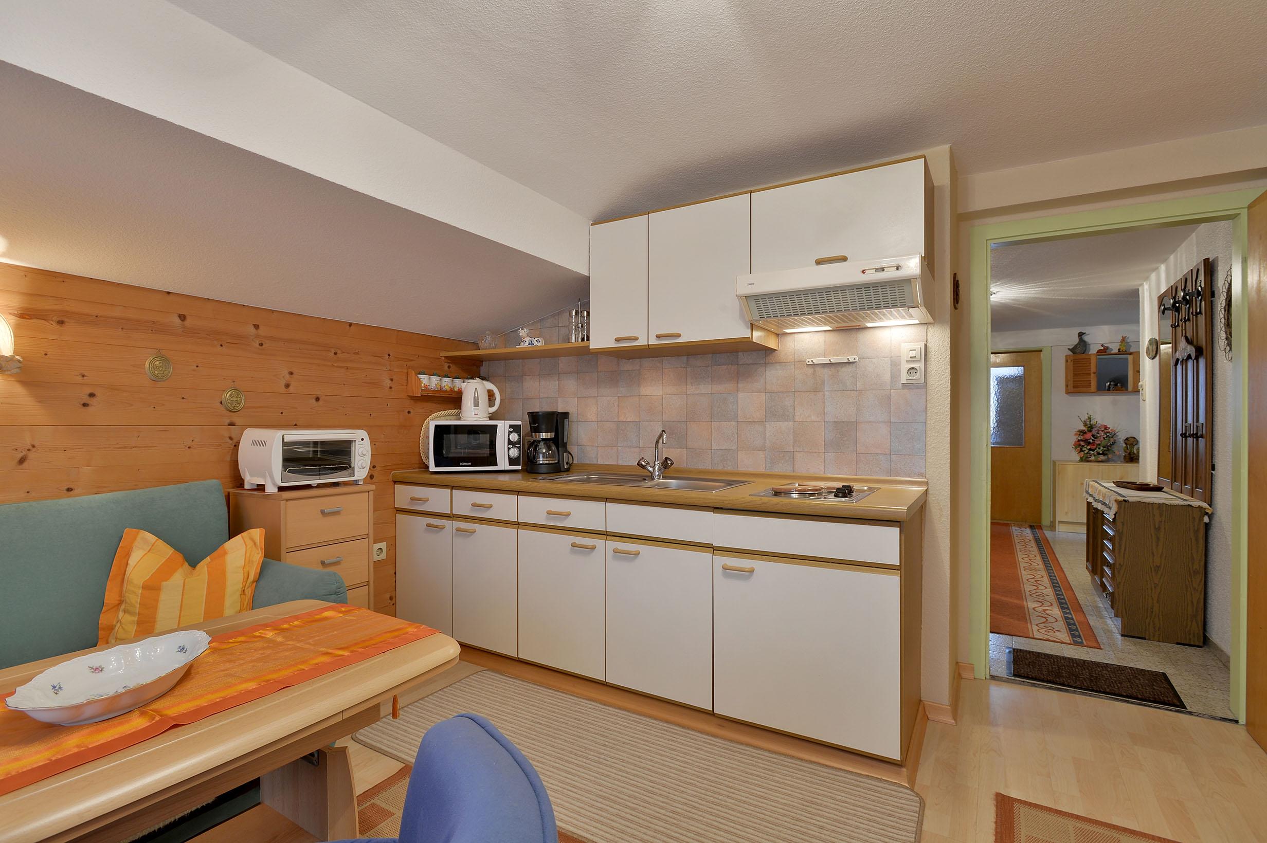 Gaestehaus-Planer-Schwendt-Schlecht-1-Barbara-Planer-Appartement-Kueche