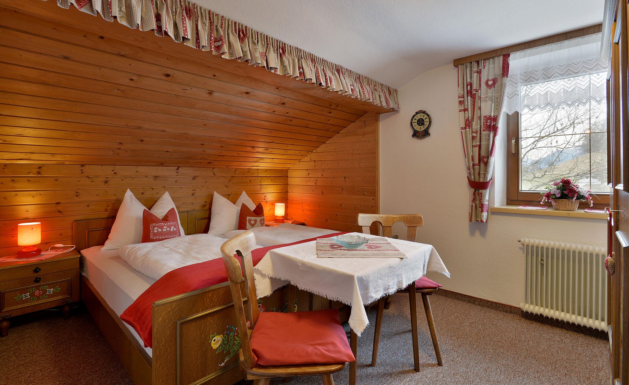 Gaestehaus-Planer-Schwendt-Schlecht-1-Barbara-Planer-Appartement-Schlafzimmer
